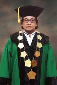 PENGASUH P.P. AL-QODIRI JEMBER ---- KH. ACH. MUZAKKI SYAH